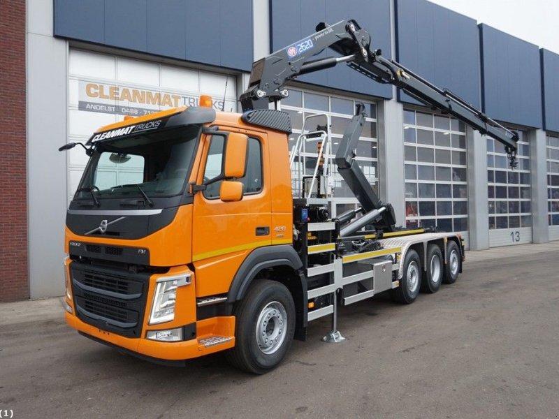 Abrollcontainer типа Volvo FM 420 8x2 HMF 26 ton/meter laadkraan, Gebrauchtmaschine в ANDELST (Фотография 1)