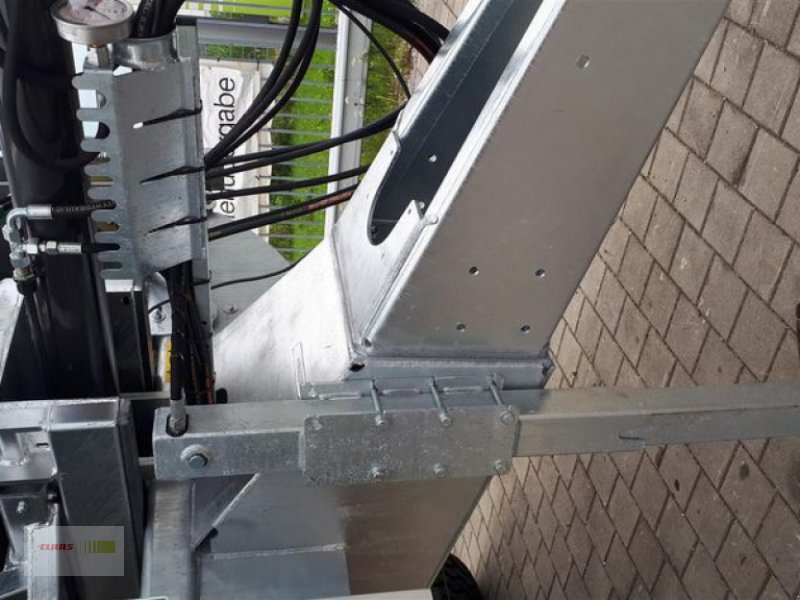 Abschiebewagen des Typs Fliegl ASW 261 COMPACT FOX, Neumaschine in Töging am Inn (Bild 12)