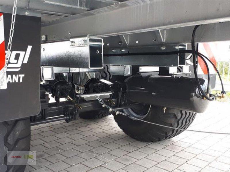 Abschiebewagen des Typs Fliegl ASW 261 COMPACT FOX, Neumaschine in Töging am Inn (Bild 7)