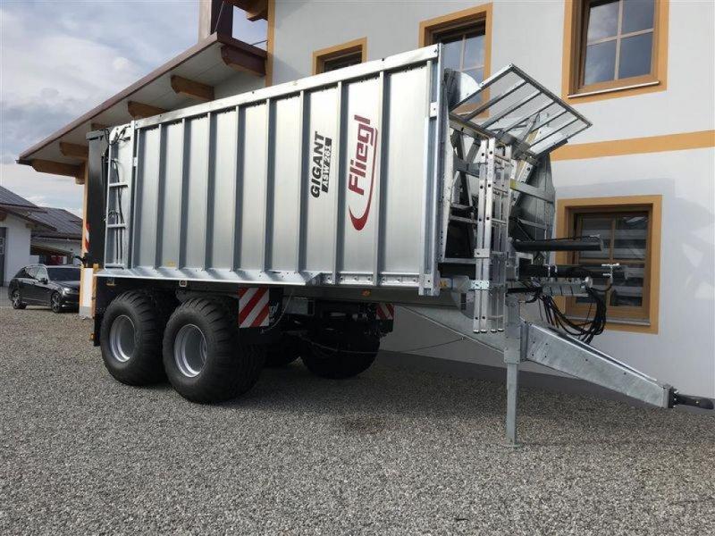 Abschiebewagen des Typs Fliegl ASW 261 GIGANT COMPACT FOX, Neumaschine in Grabenstätt-Erlstätt (Bild 2)
