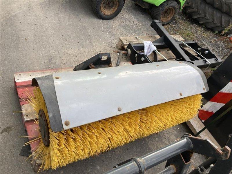 Anbaukehrmaschine типа Egholm kost 1,20 m. for 2200 SK1200R, Gebrauchtmaschine в Roskilde (Фотография 1)