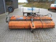 Tuchel Profi 260 HS 600 Monteret med vandtank, opsamlingskasse og kantbørste Навесной подметальный агрегат