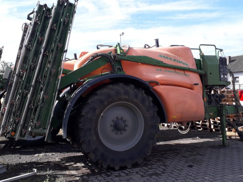 Anhängespritze des Typs Amazone UX 4200 Super, Gebrauchtmaschine in Dannstadt-Schauernheim (Bild 1)