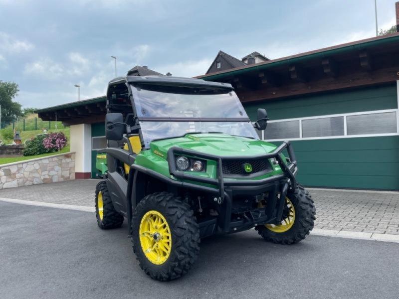 ATV & Quad tipa John Deere Gator XUV 590 M - Spaßmobil - 60km/h - Kipperpritsche - erst 125 Stunden - wie NEU, Gebrauchtmaschine u Niedernhausen (Slika 1)