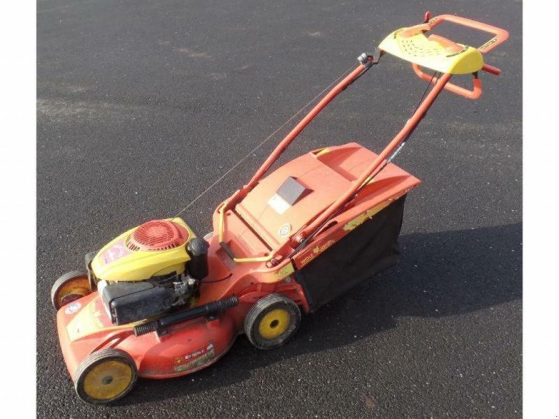 ATV & Quad des Typs Wolf Tondeuse poussée et tractée RM53CF Wolf, Gebrauchtmaschine in Pencran (Bild 1)