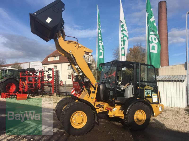 "Bagger des Typs Caterpillar CAT 906M ""T"", Neumaschine in Vetschau/Spreewald (Bild 1)"