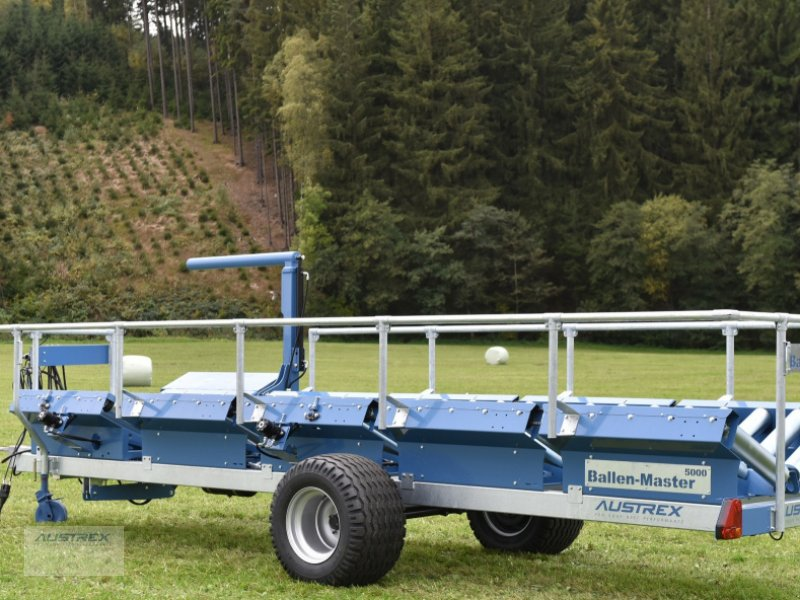 Ballensammelwagen des Typs Austrex Handels GesmbH BallenMaster 4000, Neumaschine in Oberneukirchen (Bild 1)