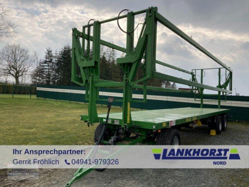 Ballensammelwagen des Typs PRONAR T 028 KM, Neumaschine in Aurich (Bild 1)