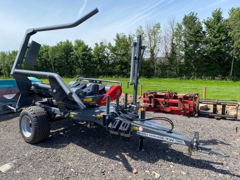 Ballenwickler des Typs Massey Ferguson TW160, Neumaschine in Thornbury (Bild 1)