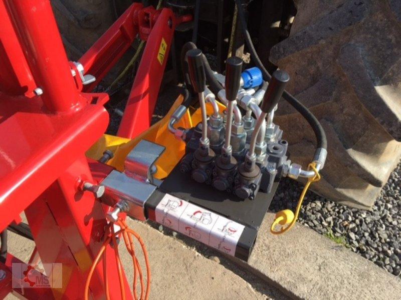 Ballenwickler des Typs Metal-Fach Z 237 Selbstlader, Neumaschine in Tiefenbach (Bild 9)
