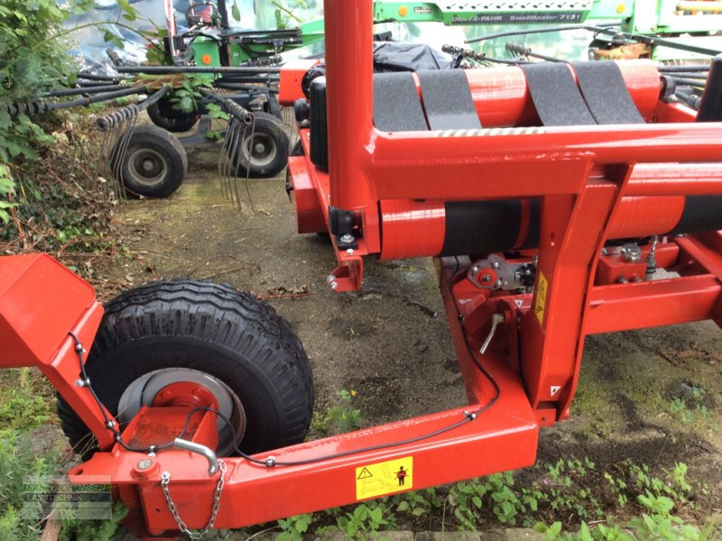 Ballenwickler des Typs Vicon BW 2400, Neumaschine in Diessen (Bild 5)