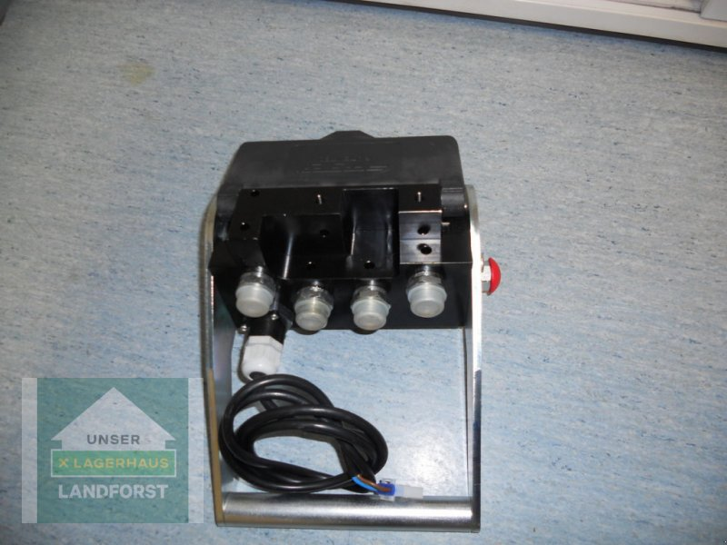 Ballenzange typu Hauer 4 Fach-Synchro Lock mit E-Teil, Neumaschine v Knittelfeld (Obrázok 2)