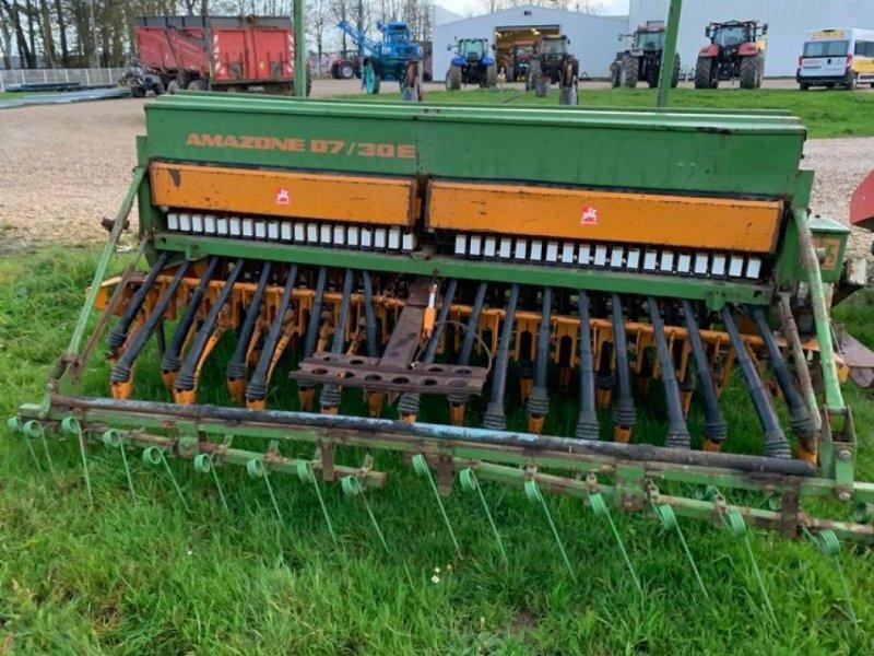 Direktsaatmaschine a típus Amazone D7/30E + JCD, Gebrauchtmaschine ekkor: Saint Ouen du Breuil (Kép 1)