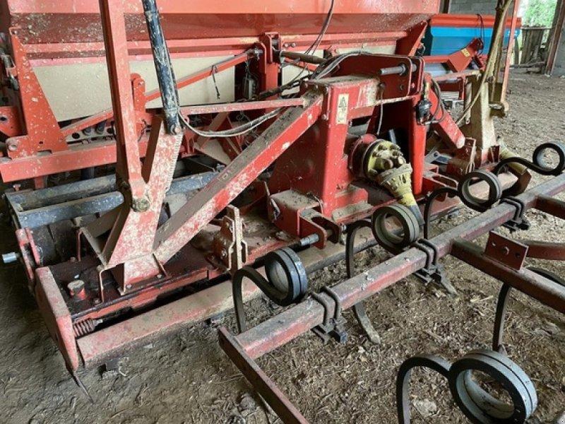 Direktsaatmaschine typu Kuhn COMBINE 3 M, Gebrauchtmaschine w SAVIGNEUX (Zdjęcie 3)