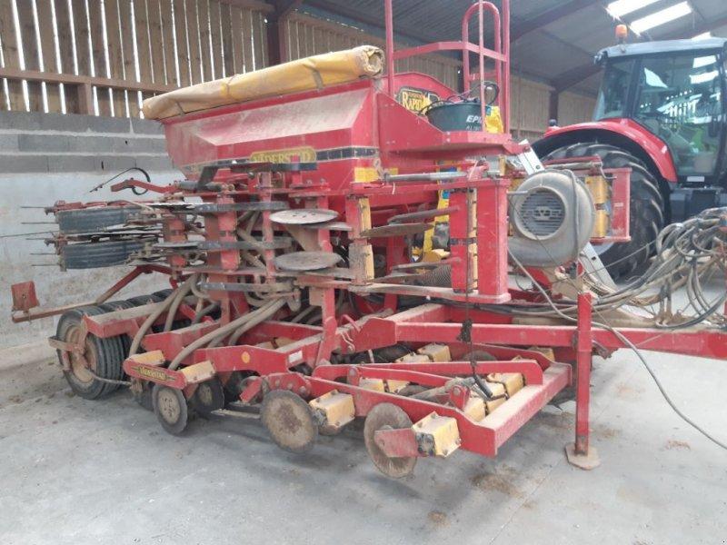 Direktsaatmaschine des Typs Väderstad RD 400 F, Gebrauchtmaschine in UZEMAIN (Bild 1)