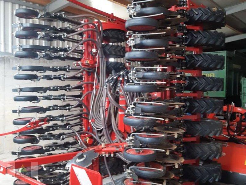 Drillmaschine des Typs Horsch Taro 6 HD, Vorführmaschine in Markt Hartmannsdorf (Bild 1)