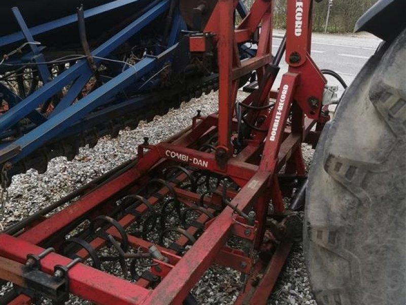Drillmaschinenkombination del tipo Doublet Record Combi Dan 4 meter Med overløft, planerplank og rør pakkervalse, Gebrauchtmaschine en Egtved (Imagen 1)
