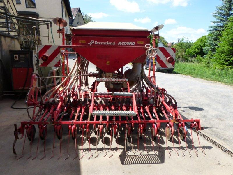 Drillmaschinenkombination des Typs Kuhn 3003, Gebrauchtmaschine in BIrkenfeld OT BIllingshausen (Bild 1)