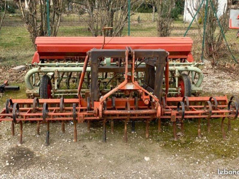 Drillmaschinenkombination des Typs Nodet 17 RANG, Gebrauchtmaschine in LA COTE ST ANDRE (Bild 1)
