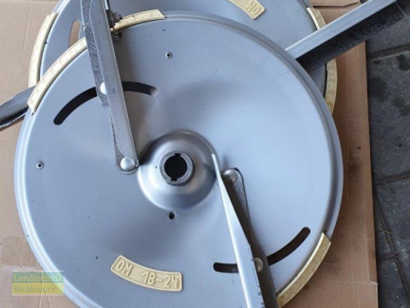 Düngerstreuer типа Amazone Streuscheiben Hartbeschichtet OM 18-24, Gebrauchtmaschine в Ehekirchen (Фотография 1)