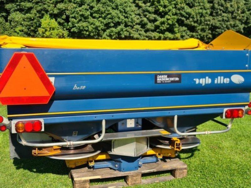 Düngerstreuer des Typs Bogballe M2W BASE 1800L, Gebrauchtmaschine in Jelling (Bild 1)