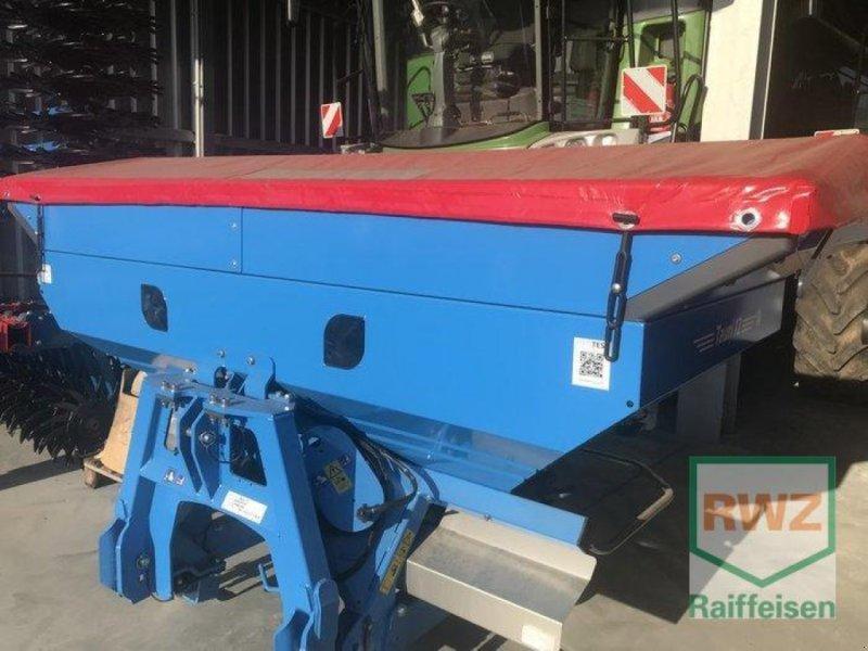Düngerstreuer des Typs Lemken Tauri 12-2350 Wiegestreuer, Ausstellungsmaschine in Mutterstadt (Bild 1)