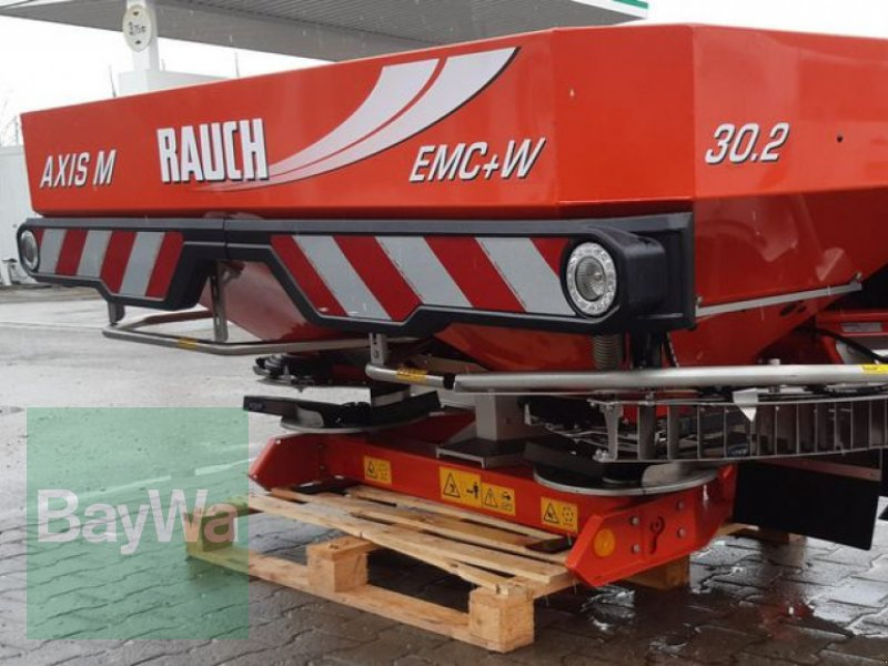 Düngerstreuer des Typs Rauch AXIS-M 30.2 EMC+W DYNAMIC RAUC, Neumaschine in Altoetting (Bild 1)