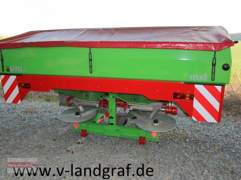 Düngerstreuer des Typs Unia MXL 2100, Neumaschine in Ostheim/Rhön (Bild 1)