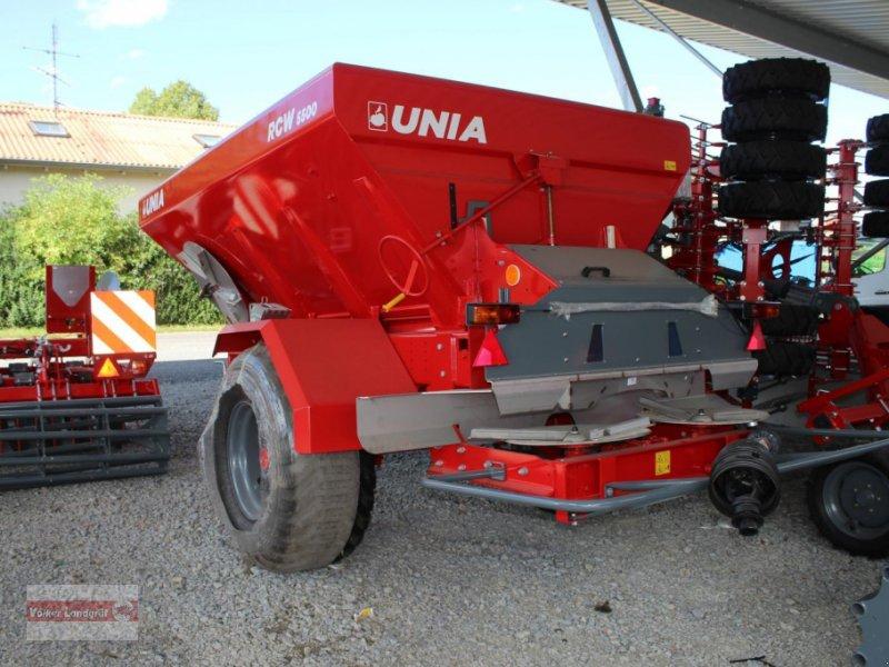 Düngerstreuer des Typs Unia RCW 5500, Neumaschine in Ostheim/Rhön (Bild 4)