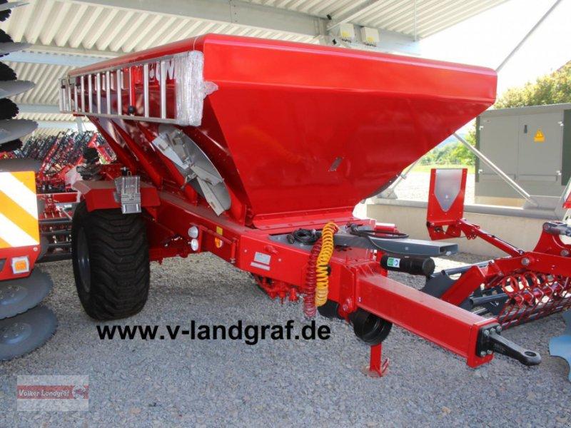 Düngerstreuer des Typs Unia RCW 5500, Neumaschine in Ostheim/Rhön (Bild 1)