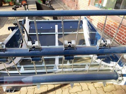 Einstreutechnik des Typs Becker 1, Neumaschine in Tewel (Bild 3)