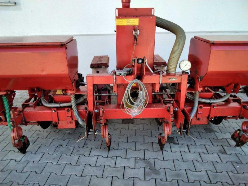 Einzelkornsägerät des Typs Becker Aeromat MKR, Gebrauchtmaschine in Pocking (Bild 1)