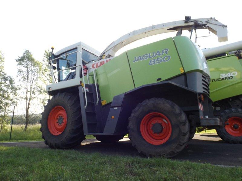 Feldhäcksler des Typs CLAAS JAGUAR 850 4 RM, Gebrauchtmaschine in Issoire (Bild 1)