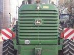 Feldhäcksler des Typs John Deere 7400 in Berching