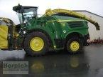 Feldhäcksler des Typs John Deere 8200 in Drebach