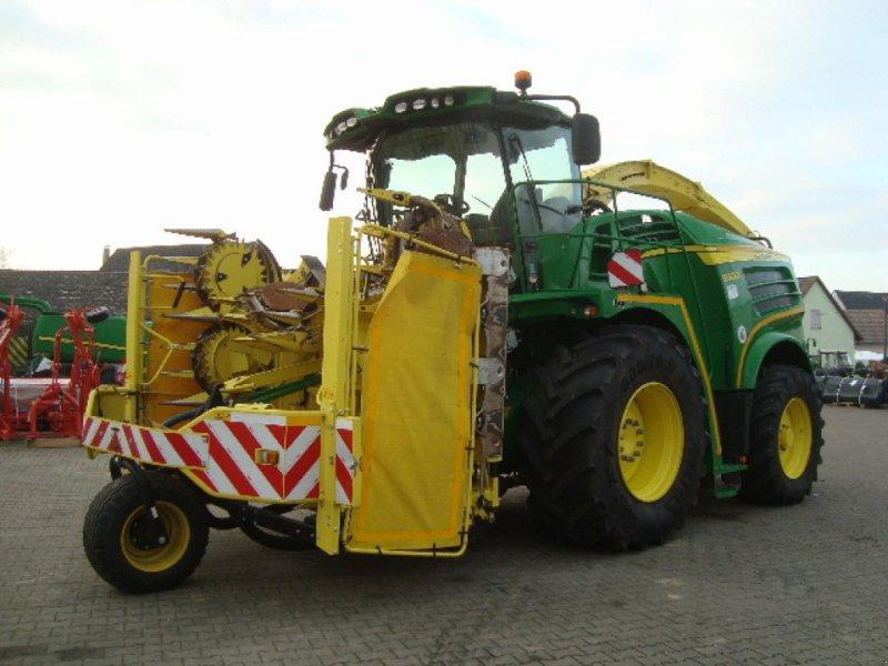Feldhäcksler des Typs John Deere 8300, Gebrauchtmaschine in Windsbach (Bild 1)