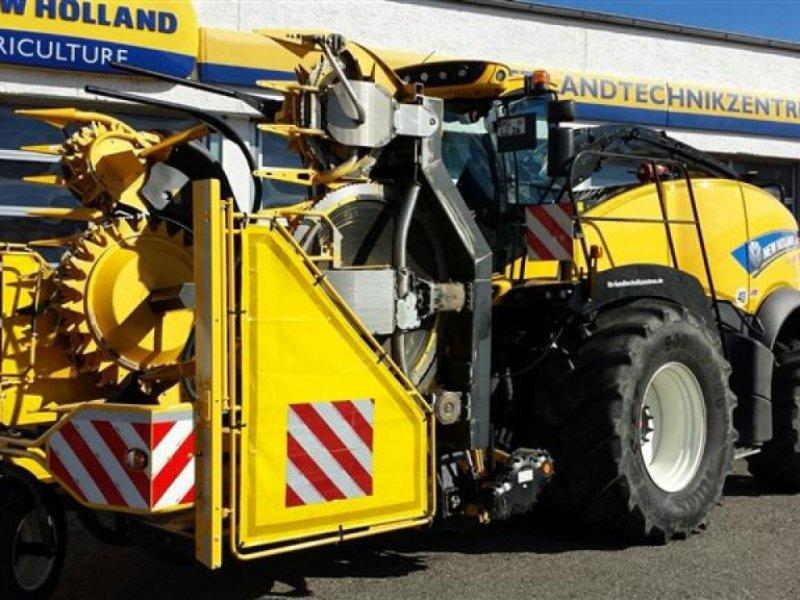 Feldhäcksler des Typs New Holland FR 780 T4B, Neumaschine in Ampfing (Bild 1)