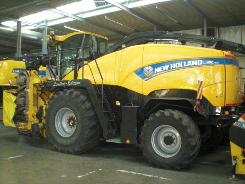 Feldhäcksler des Typs New Holland FR 9080 (Special Discount), Gebrauchtmaschine in Hamburg (Bild 2)