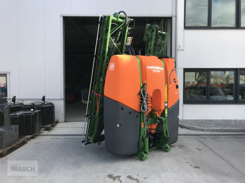 Feldspritze of the type Amazone UF 1302, Neumaschine in Burgkirchen (Picture 1)