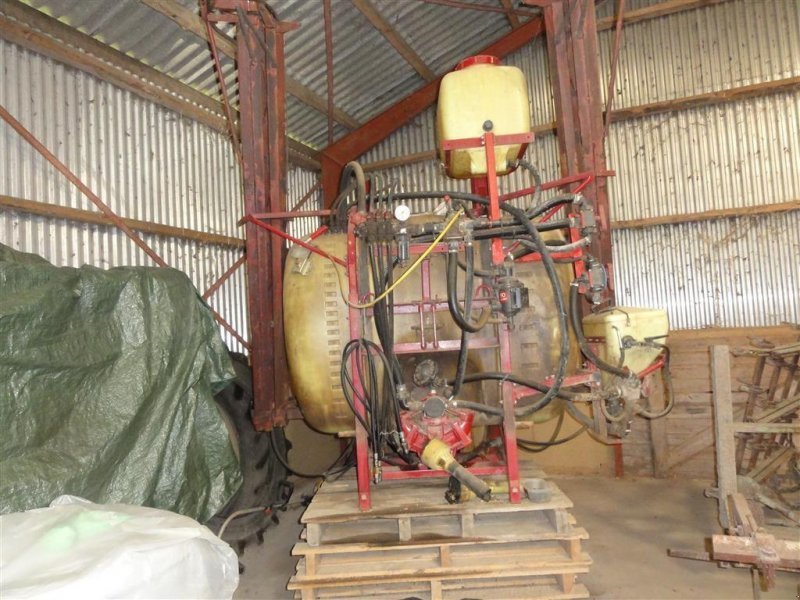Feldspritze des Typs Hardi 1000 liter 12 meter 1301 pumpe Lovlig udstyr, Gebrauchtmaschine in Ørsted (Bild 1)