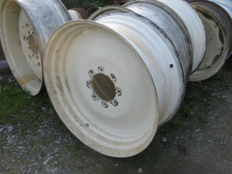 Felge des Typs Sonstige für Reifen  16,9 - 38  8 Loch, Gebrauchtmaschine in Nieheim Kreis Höxter (Bild 1)
