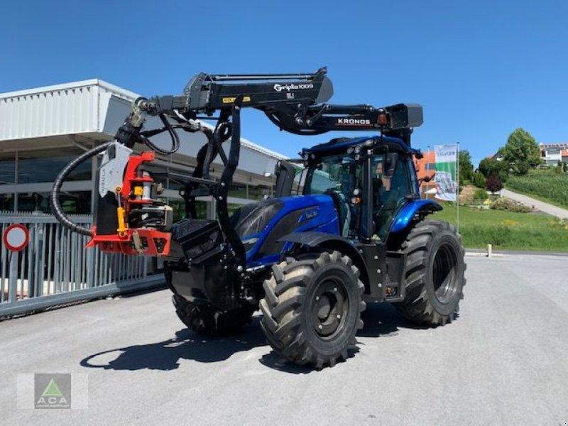 Forstschlepper des Typs Valtra T 174e Direct, Neumaschine in Markt Hartmannsdorf (Bild 1)