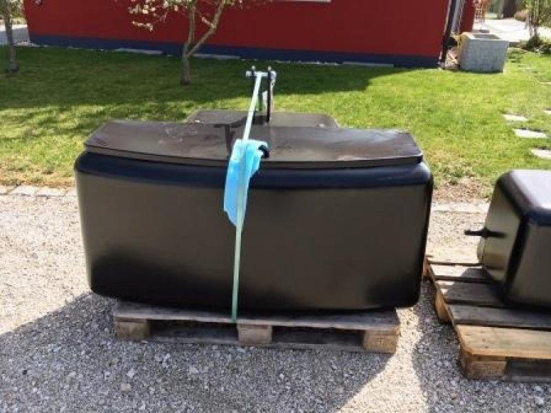 Frontgewicht des Typs Deutz-Fahr Frontgewicht 1550 kg, Neumaschine in Holzheim am Forst (Bild 1)