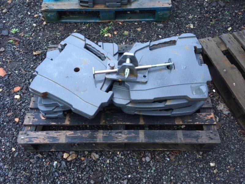 Frontgewicht типа Massey Ferguson 10 x 55kg Weights, Neumaschine в Grantham (Фотография 1)