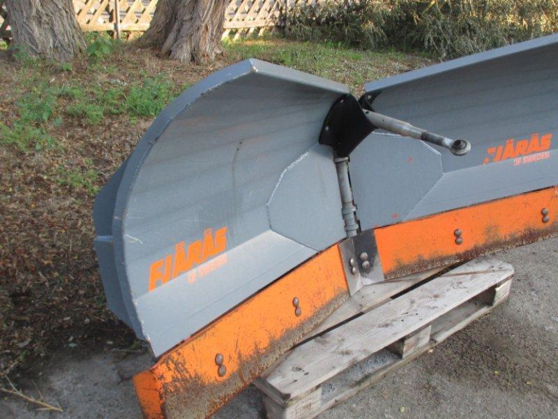 Fronthydraulik des Typs Fjäras Schild und Streuer, Gebrauchtmaschine in Crivitz (Bild 1)