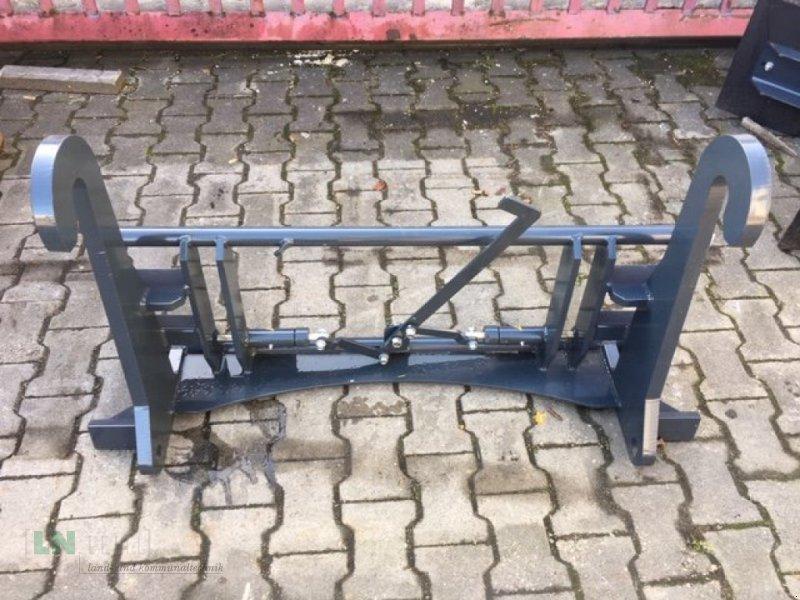 Frontladerzubehör des Typs Saphir Adapter Q-Fit auf Euro Sofort Verfügbar, Neumaschine in Eggenfelden (Bild 1)