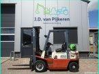 Frontstapler del tipo Nissan 2 ton LPG triplex en IJsselmuiden