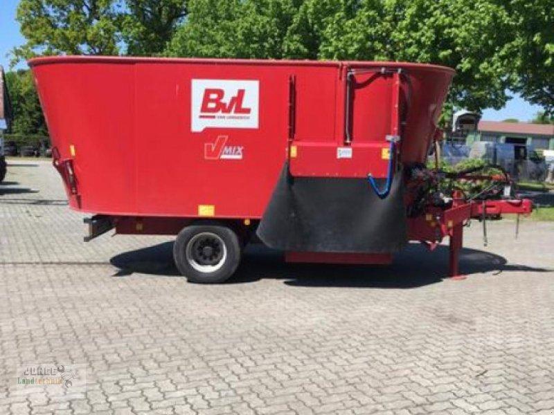 Futtermischwagen des Typs BVL 2 SCHNECKEN 17 N-2S, Neumaschine in Geestland (Bild 1)
