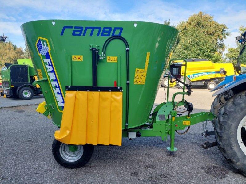 Futtermischwagen des Typs Faresin Rambo 900, Neumaschine in Burgkirchen (Bild 1)