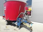 Futtermischwagen des Typs Mayer MK 12 in Neuhof - Dorfborn